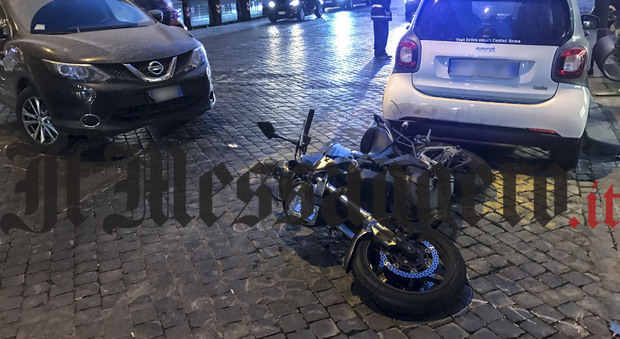 Roma, incidente per la scorta del Papa: auto si scontra con una moto della polizia (Foto di Paolo Rizzo/Ag.Toiati)