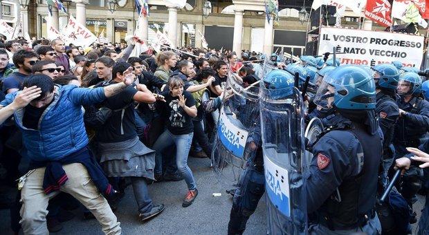 Primo maggio, scontri a Torino: tensione tra No Tav e Pd