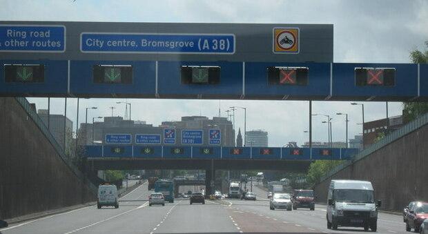Regno Unito, rubano un auto con dentro due bambini: due 15enni a processo per sequestro di persona