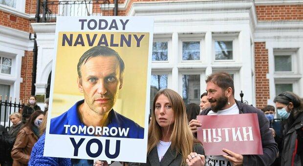Russia, la Duma approva la legge anti-Navalny: il suo movimento non potrà candidarsi alle elezioni