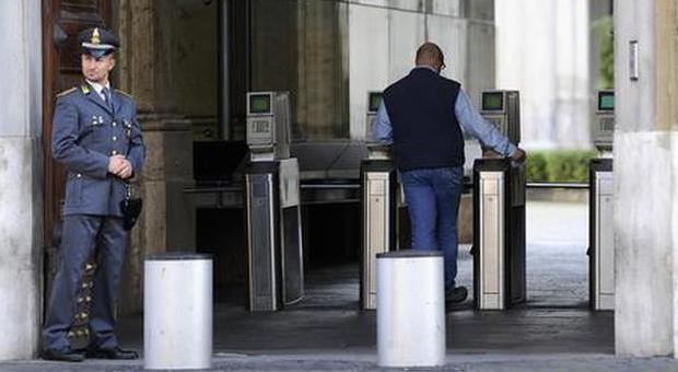 Statali, aumenti da 90 euro in busta paga: stanziamento di 3,2 miliardi di euro