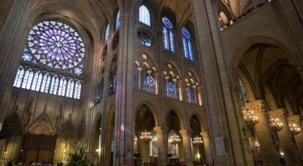 Notre Dame, nuovi arredi con vetrate: il progetto divide la Francia