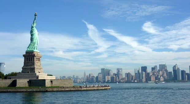 Covid, negli Usa proseguono le riaperture: a New York raggiunta l'immunità di gregge