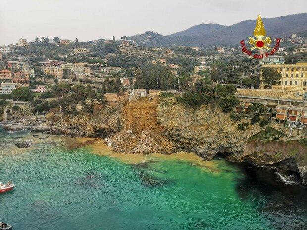 Camogli, frana il cimitero: 200 bare finiscono in mare