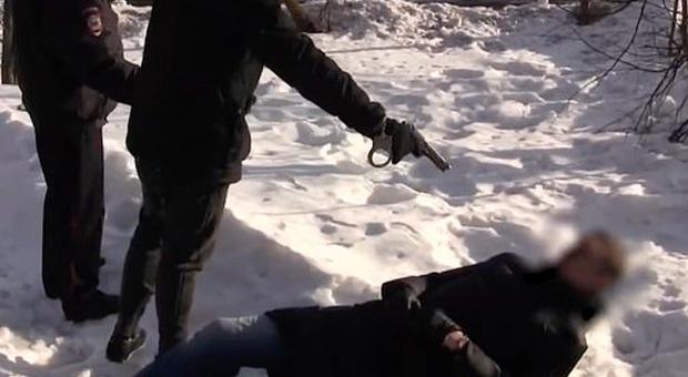 Russia, 19enne uccide detective per emulare il suo videogioco preferito: l'omicidio commissionato sul dark web