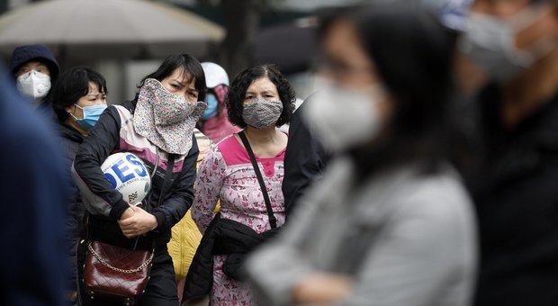 Coronavirus, migliorano i due cinesi allo Spallanzani. Speranza: «Nessuno stop a Schengen»