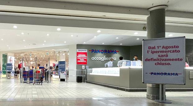 Latina, da oggi Panorama è chiuso: i clienti salutano i dipendenti