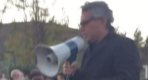 Terremoto, Norcia, tensione fra i 4mila sfollati al campo sportivo: proteste contro il sindaco