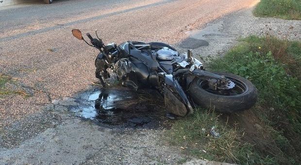Davide muore in un incidente stradale a Bari: il 18 enne avrebbe perso il controllo dello scooter
