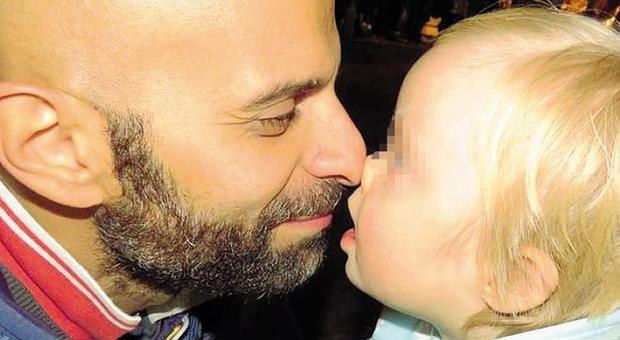 Luca, il papà single e gay che ha adottato una bimba down: «Alba è stata rifiutata da 7 famiglie»