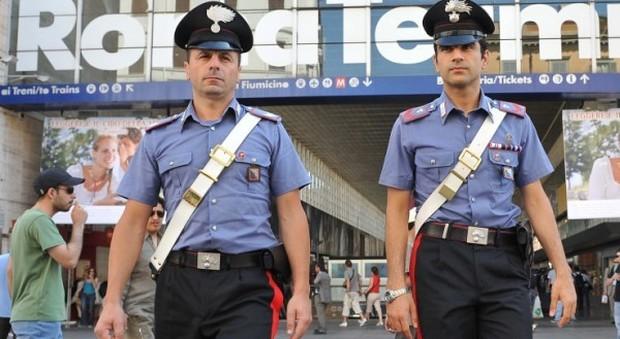 Termini, turista accerchiata e pestata da rapinatori: arresto un tunisino