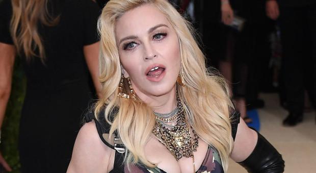 Madonna Compie 60 Anni Party Extralusso Nel Castello A Marrakech