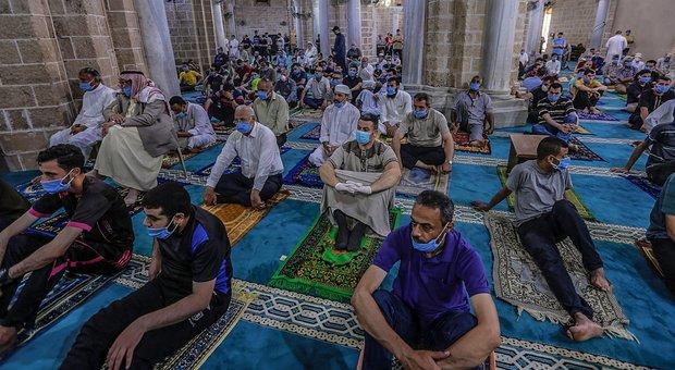 La preghiera del venerdì che chiude il Ramadan in una moschea di Gaza