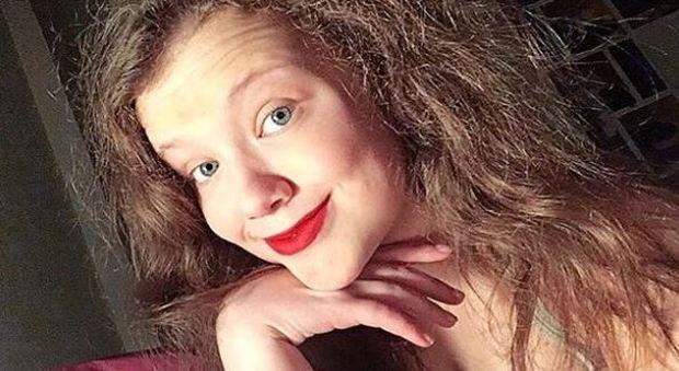 La popolarità delle Thumberg: la sorella di Greta diventa cantante e fa Edit Piaf