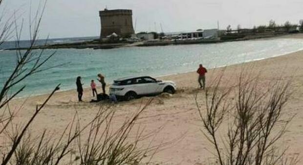 Porto Cesareo, con il suv su un delle spiagge più belle del salento: duncia e multa