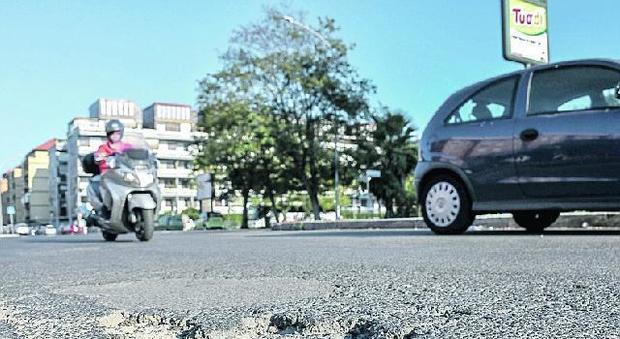 Roma, «troppe buche in strada»: maratona vietata a Ostia