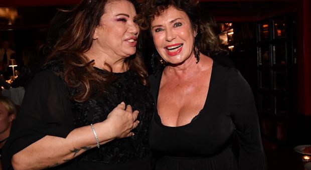 Serena Grandi e Corinne Cléry a Verissimo: «Nostro marito ci metteva le corna»