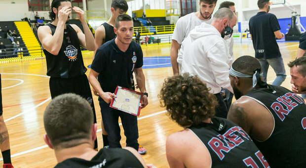 Time out Npc durante la sfida con l'Atlante Eurobasket (foto Mari.Ka Torcivia