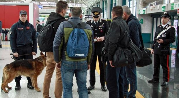 A 92 anni evade dai domiciliari e tenta la fuga a Parigi, arrestato all'aeroporto di Reggio Calabria