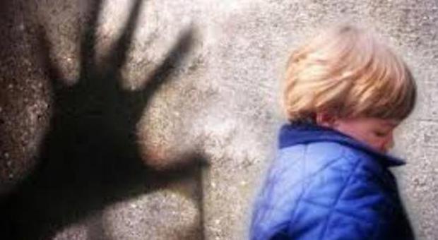 Bimbi abusati e torturati in video smascherata rete di pedofili due arresti e 34 indagati in tutta Italia