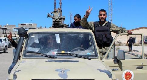 Haftar alza il prezzo della tregua, caos Libia: il generale continua ad avanzare