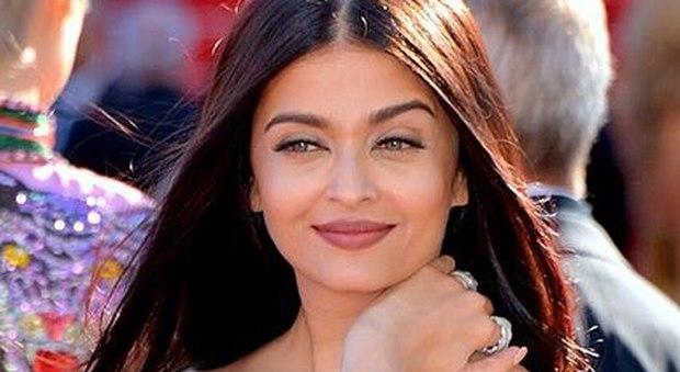 Ayshwarya Rai, star di Bollywood ed ex Miss Mondo, ricoverata d'urgenza per Coronavirus