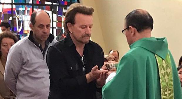 Bono degli U2 da Papa Francesco per sostenere una fondazione papale