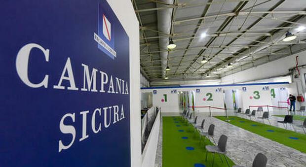 Napoli, Astrazeneca somministrato per errore a 44 persone: «Dovevamo ricevere Pfizer»