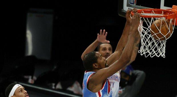 NBA, i Lakers mettono la sesta: Houston ko. OKC batte Brooklyn, super Leonard contro i Bulls