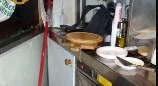 Roma, chiuso il Chiringuito libre a San Paolo: il cibo conservato in bagno