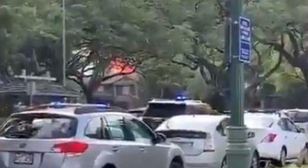Sfrattato da casa accoltella una persona, uccide due poliziotti e dà fuoco all'abitazione