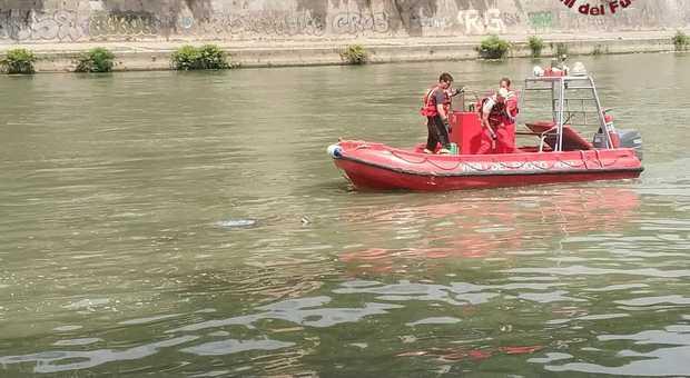 Roma, cadavere di un uomo riaffiora dal Tevere: indaga la polizia