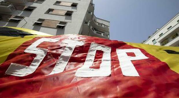 Stop ai licenziamenti e rinvio cartelle: entro martedì il decreto legge