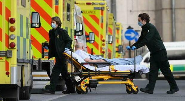 Inghilterra, quasi 3300 casi e 6 morti: a rischio le riaperture del 21 giugno