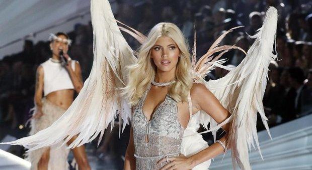 Victoria's Secret, la petizione di 100 top model: «Proteggete le vostre modelle dalle molestie»