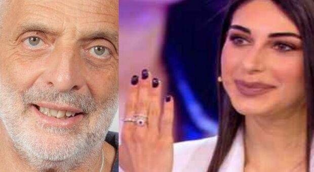 Paolo Brosio, Maria Laura mostra l'anello di fidanzamento a Pomeriggio 5: «Sorpresa per il mio 23esimo compleanno»