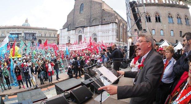 Primo maggio, i sindacati: «Diritti e tutele per i lavoratori». In piazza anche i riders
