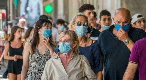 Mascherina all'aperto: ipotesi stop dal 5 luglio o con l'Italia tutta bianca (dal 28 giugno), ma dipenderà dal numero dei vaccinati