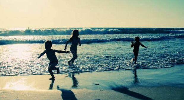 Mare 2021, in spiaggia con i figli piccoli: ecco le bandiere verdi