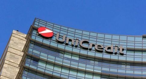 Unicredit down, ancora problemi per sito e app: «Impossibile fare operazioni online»