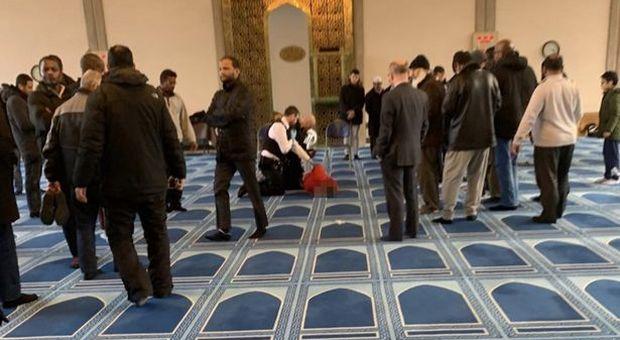 Londra, uomo accoltellato in una moschea a Regent's Park: aggressore arrestato
