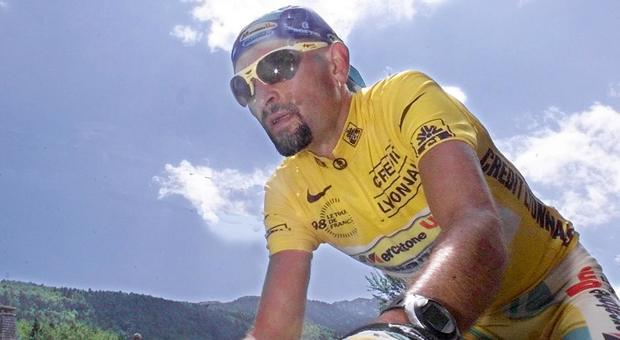 Pantani non era solo qualdo morì il mistero del corpo spostato e i dubbi sul doping