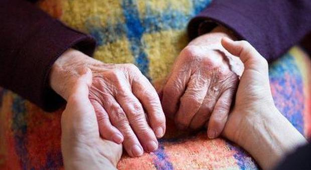 Coronavirus, donna guarita a 102 anni: si era ammalata gravemente in una residenza per anziani