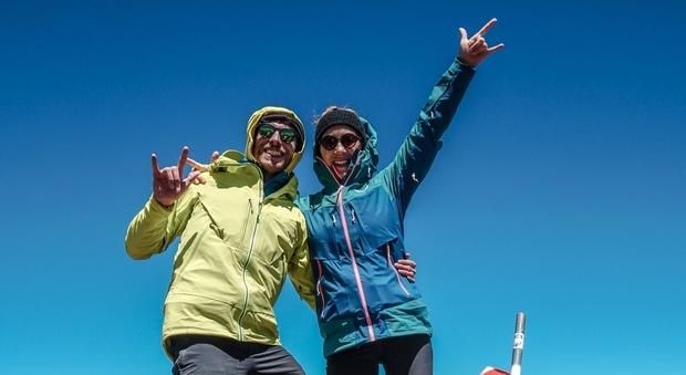 Lorenzo e Beatrice sulla prima vetta, a 5.000 metri d'altezza, in Argentina