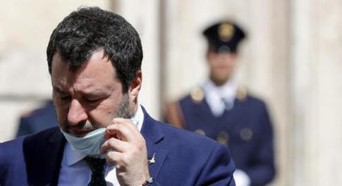 Coronavirus, Salvini e le Chiese aperte a Pasqua. Fiorello: «Dio accetta preghiere anche dal salotto»
