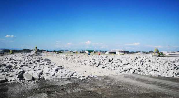 Milano, demolita la pista di Linate: partiti i lavori per il rifacimento