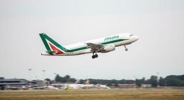 Covid, Alitalia: «Da domani tamponi rapidi su due voli da Roma a Milano»