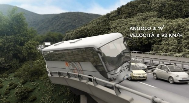 Strage del bus di Avellino: superperito accusa Autostrade: «Guardrail corroso»