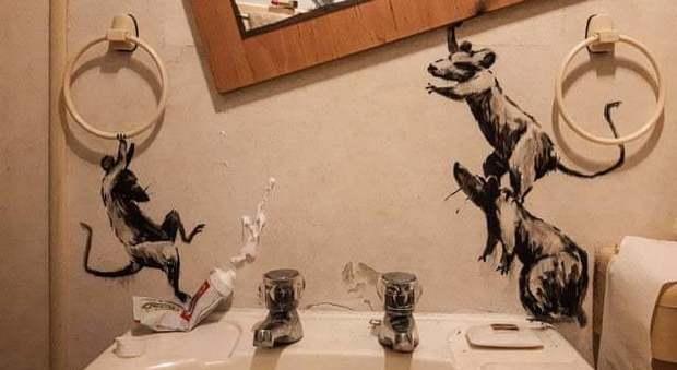 Banksy in quarantena si scatena: «Mia moglie mi odia quando lavoro da casa»