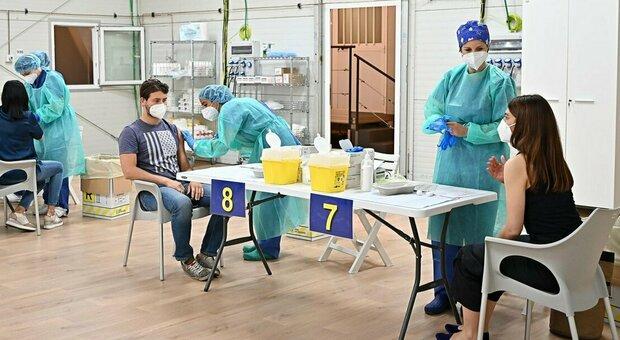 Vaccini Italia, ieri 600 mila dosi somministrate in un giorno: è record